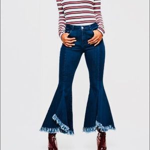 FLARED JEAN CROPPED JEANS